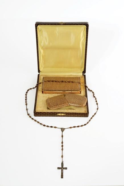 Coffret avec missel et chapelet, cadeau de communion / Koffer met missaal en paternoster, geschenk van communie, 1940, MoMuse, don / gift Yolande Bogaerts V 2011.269. Z2, C10V, 5