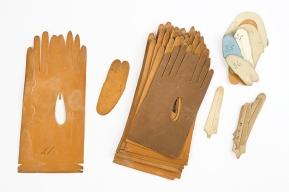Patrons de découpe de gants / Handschoenmodellen, vers / rond 1900, carton / karton, coll. A. Askenasi-Neuckens. Z4, V4ro, B5-7