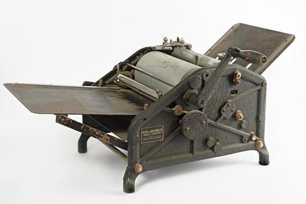 Machine à polycopier / Stencilmachine, s.d., MoMuse, don / gift Willy Vandeputte V 2009.0028.
